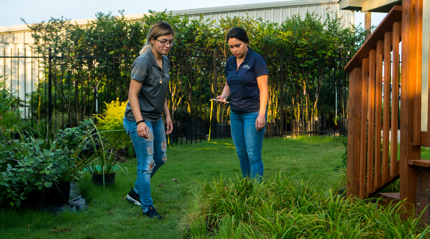landscape professionals choosing native plants