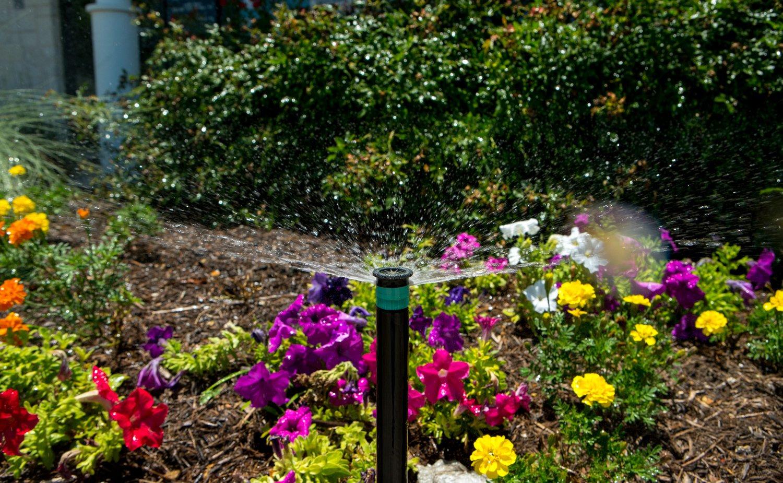 Apartment landscape irrigation sprinkler head