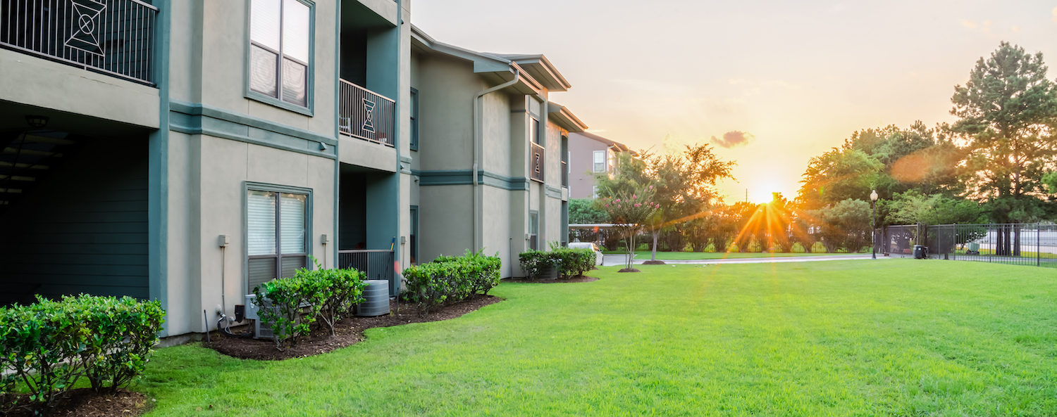 lawn-apartments-sunrise-green-grass-shurbs